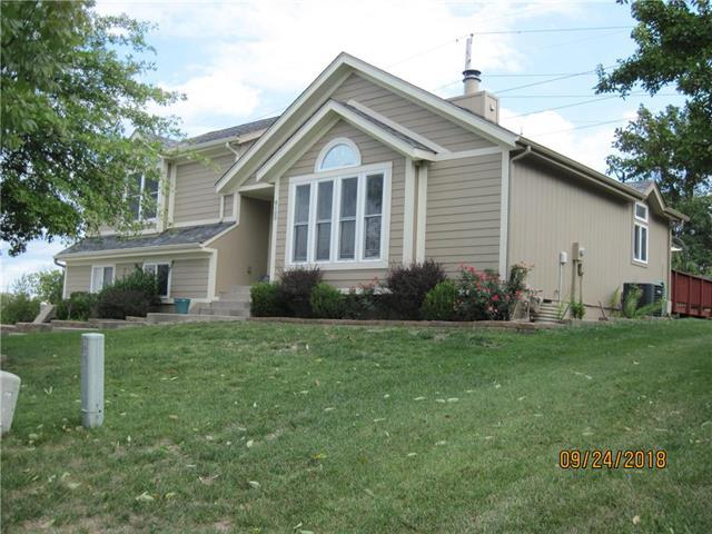 8100 NW 80th Terrace, Kansas City, MO 64152 (#2131494) :: Edie Waters Network