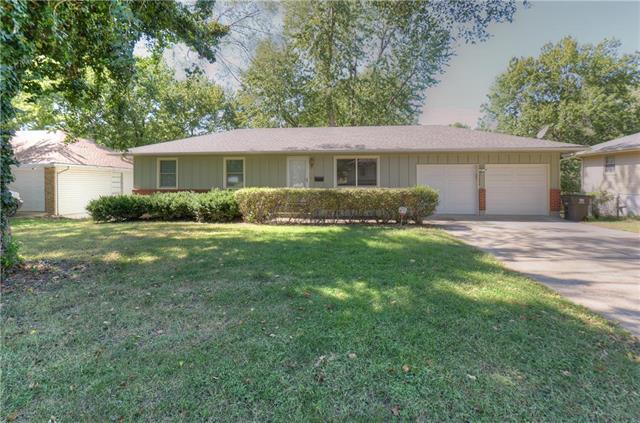 3808 S Haden Drive, Independence, MO 64055 (#2131575) :: Edie Waters Network