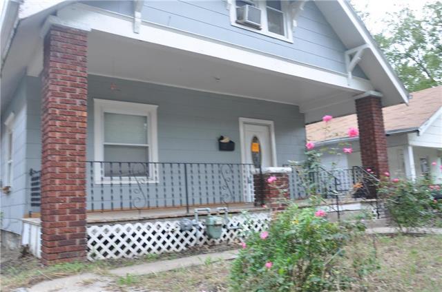218 S 11th Street, Kansas City, KS 66102 (#2131927) :: Edie Waters Network