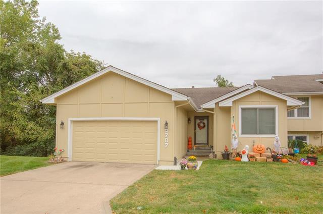 5707 N London Avenue, Kansas City, MO 64151 (#2131989) :: Char MacCallum Real Estate Group