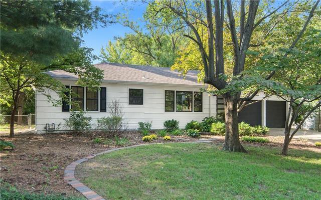 3917 W 62nd Street, Fairway, KS 66205 (#2132091) :: Team Real Estate