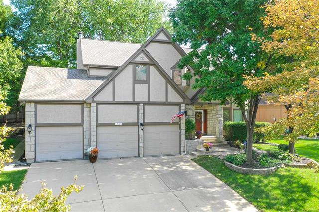 7729 Oakview Lane, Lenexa, KS 66216 (#2132125) :: Edie Waters Network