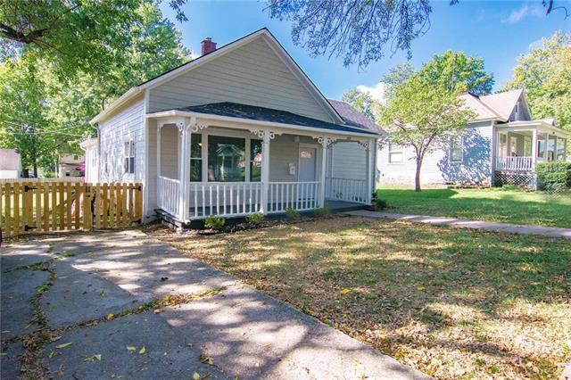 105 E Shawnee Street, Paola, KS 66071 (#2132512) :: The Shannon Lyon Group - ReeceNichols