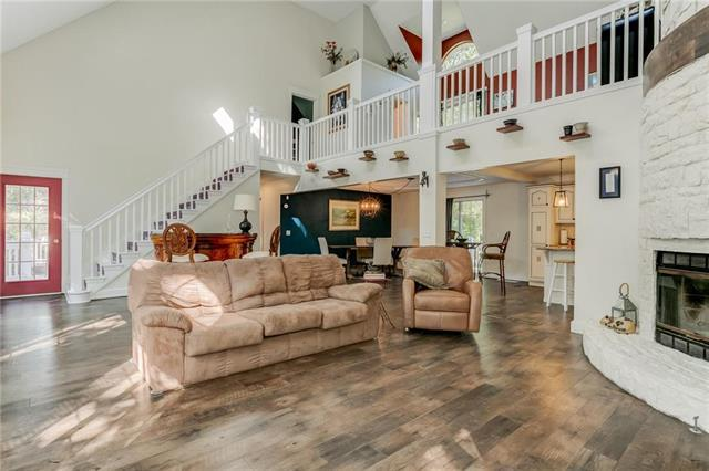 20906 Whispering Drive, Lenexa, KS 66220 (#2132533) :: Char MacCallum Real Estate Group