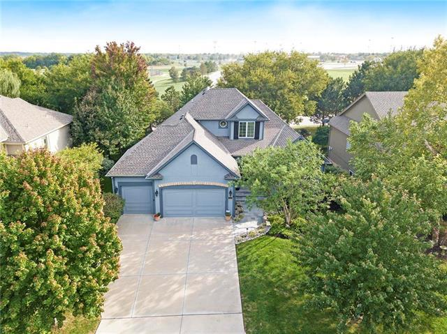 9005 W 161 Street, Overland Park, KS 66085 (#2132980) :: Edie Waters Network
