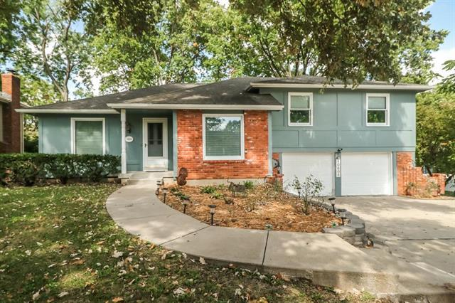 10606 W 102nd Street, Overland Park, KS 66214 (#2133005) :: Char MacCallum Real Estate Group