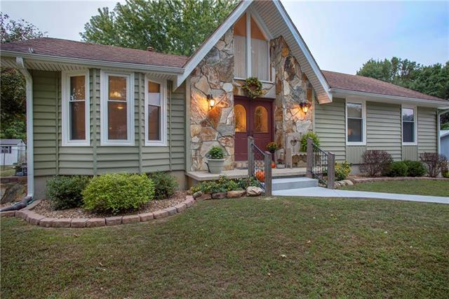 201 Highland Drive, Windsor, MO 65360 (#2133280) :: Char MacCallum Real Estate Group