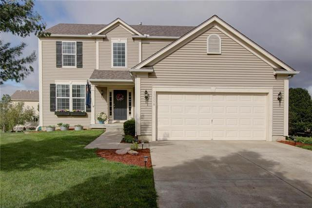 23518 W 88th Terrace, Lenexa, KS 66227 (#2133882) :: Char MacCallum Real Estate Group