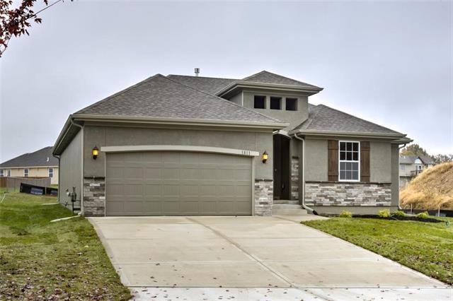 3613 N 112th Terrace, Kansas City, KS 66109 (#2133883) :: Edie Waters Network