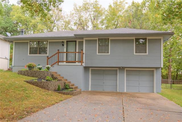 1112 NE 10TH Street, Blue Springs, MO 64014 (#2133925) :: Char MacCallum Real Estate Group