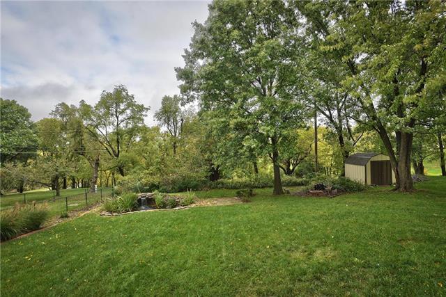 11712 W 48TH Terrace, Shawnee, KS 66203 (#2133993) :: Edie Waters Network