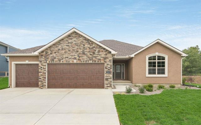 1929 Edgewood Drive, Leavenworth, KS 66048 (#2134045) :: No Borders Real Estate