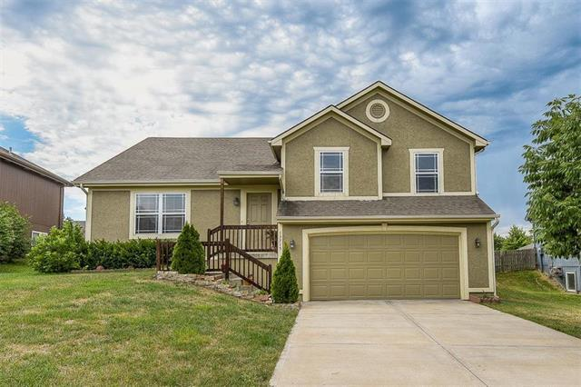 13715 Berger Avenue, Bonner Springs, KS 66012 (#2134067) :: Team Real Estate