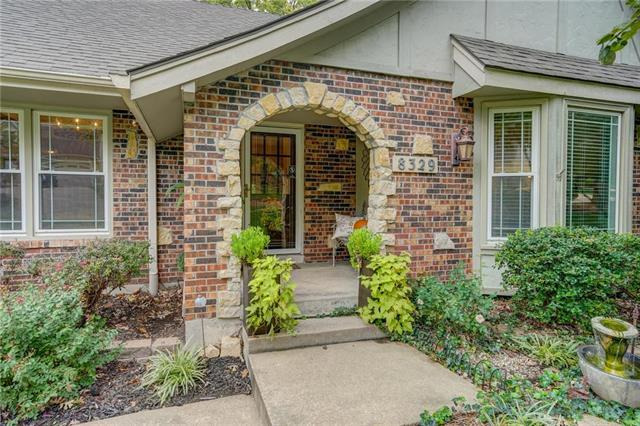 8329 Rosehill Road, Lenexa, KS 66215 (#2134306) :: The Shannon Lyon Group - ReeceNichols
