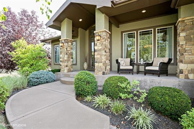 1709 NE Lashbrook Drive, Lee's Summit, MO 64086 (#2134423) :: Kansas City Homes