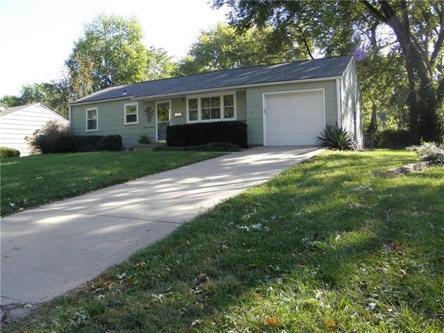 5317 W 76th Terrace, Prairie Village, KS 66208 (#2134605) :: Edie Waters Network