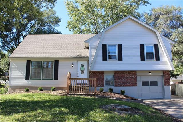 13116 Donnelly Avenue, Grandview, MO 64030 (#2134680) :: Edie Waters Network