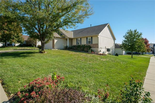 1033 Maple Woods Drive, Liberty, MO 64068 (#2134999) :: The Gunselman Team