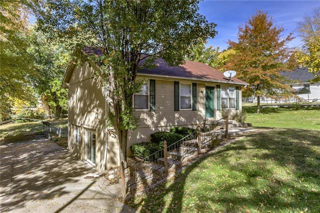 5424 NE Barnes Avenue, Kansas City, MO 64119 (#2135910) :: No Borders Real Estate