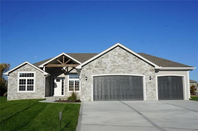 1853 SW Blackstone Court, Lee's Summit, MO 64082 (#2136163) :: No Borders Real Estate