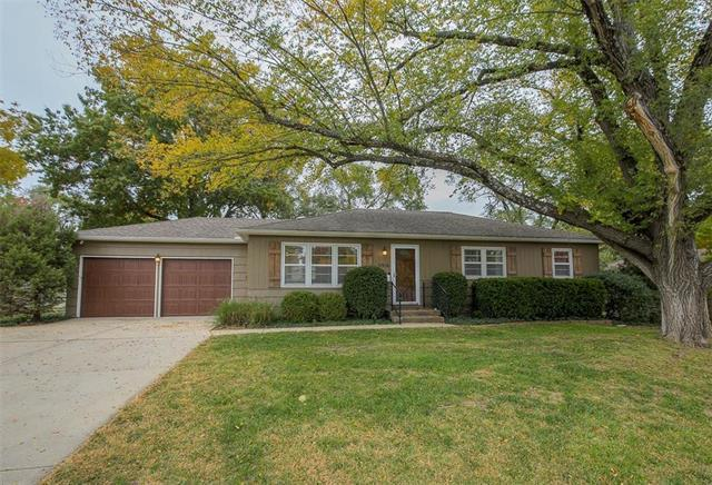 5916 W 102nd Street, Overland Park, KS 66207 (#2136223) :: No Borders Real Estate