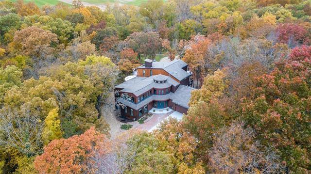 2602 W 160th Terrace, Stilwell, KS 66085 (#2136229) :: Char MacCallum Real Estate Group
