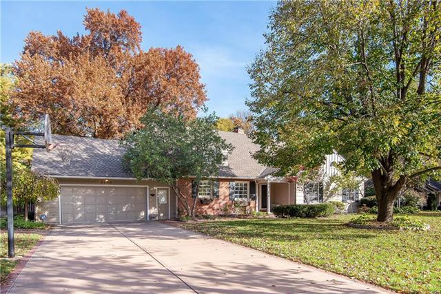 3200 W 67th Street, Mission Hills, KS 66208 (#2136619) :: The Shannon Lyon Group - ReeceNichols