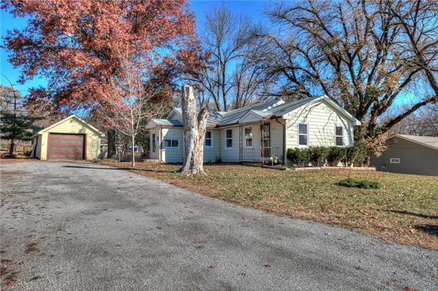 5216 NE 62nd Street, Kansas City, MO 64119 (#2136758) :: House of Couse Group