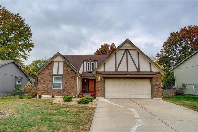 528 SE Country Lane, Lee's Summit, MO 64063 (#2136907) :: No Borders Real Estate