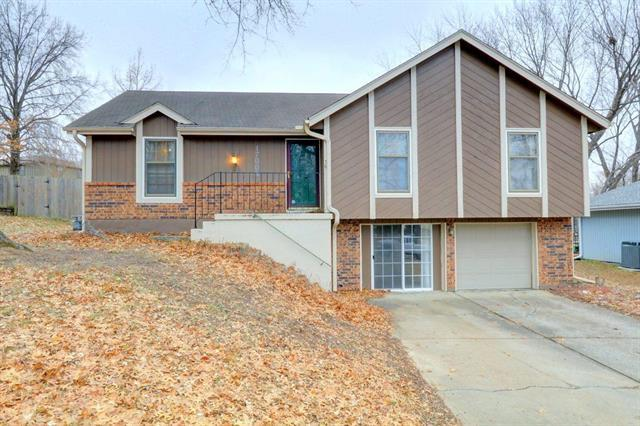 17008 E 3rd Terrace, Independence, MO 64052 (#2136984) :: Edie Waters Network