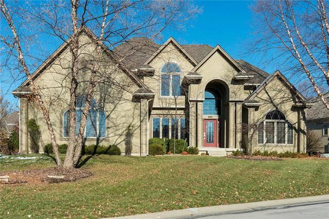 8125 Forest Park Drive, Parkville, MO 64152 (#2137071) :: Char MacCallum Real Estate Group