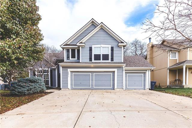 15511 S Lindenwood Drive, Olathe, KS 66062 (#2137319) :: The Shannon Lyon Group - ReeceNichols