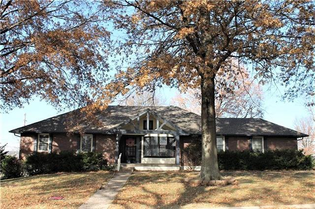16400 E 36th South Street, Independence, MO 64055 (#2137553) :: Edie Waters Network