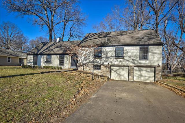 3608 W 84th Street, Prairie Village, KS 66206 (#2137836) :: The Shannon Lyon Group - ReeceNichols