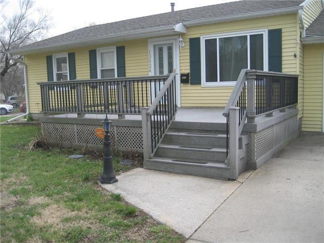 13624 11TH Terrace, Grandview, MO 64030 (#2138709) :: Edie Waters Network