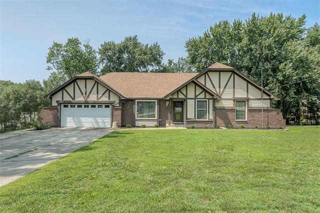 7910 NW Eastside Drive, Weatherby Lake, MO 64152 (#2138833) :: Kansas City Homes