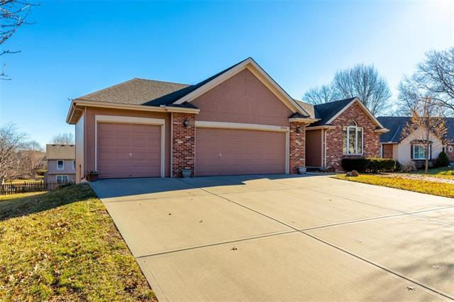 6309 N Camelot Drive, Gladstone, MO 64119 (#2140247) :: Edie Waters Network