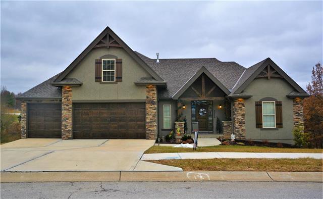 2203 SE Monterrey Drive, Blue Springs, MO 64014 (#2140368) :: Team Real Estate