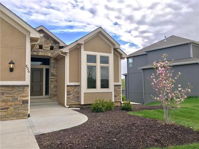 806 Canyon Lane, Lansing, KS 66043 (#2140484) :: House of Couse Group