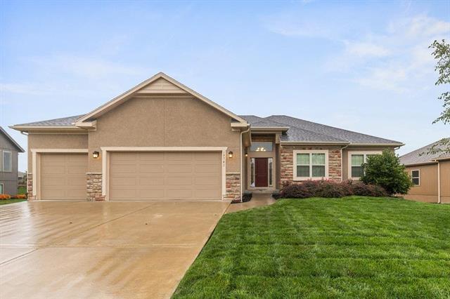 19741 Barstow Street, Spring Hill, KS 66083 (#2140596) :: Team Real Estate