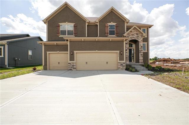 4426 SW Amethyst Drive, Lee's Summit, MO 64082 (#2140802) :: House of Couse Group