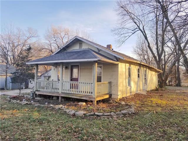 1407 Parker Street, Osawatomie, KS 66064 (#2141136) :: Kedish Realty Group at Keller Williams Realty