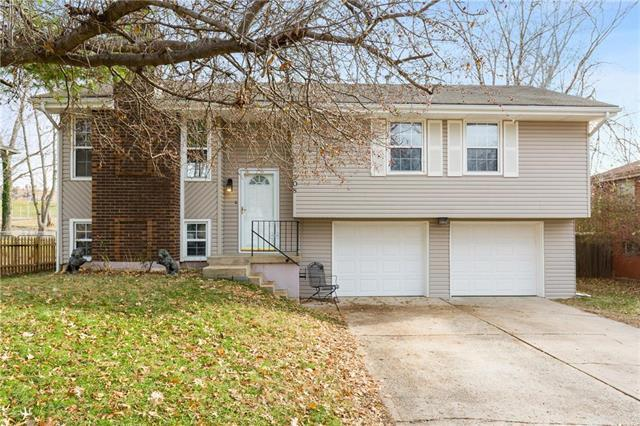 308 NE Lakeview Drive, Blue Springs, MO 64014 (#2141329) :: No Borders Real Estate