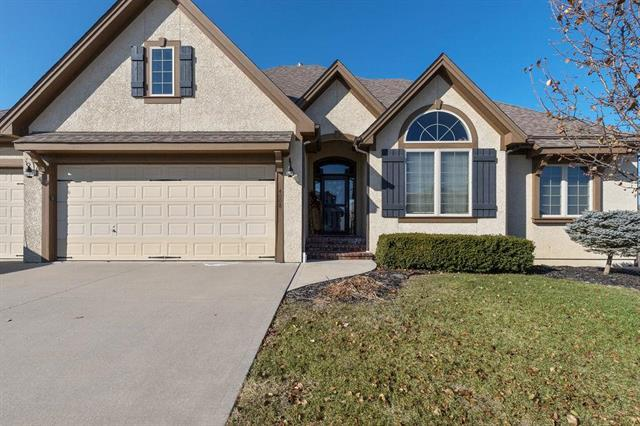4008 SW Benziger Drive, Lee's Summit, MO 64082 (#2141349) :: No Borders Real Estate