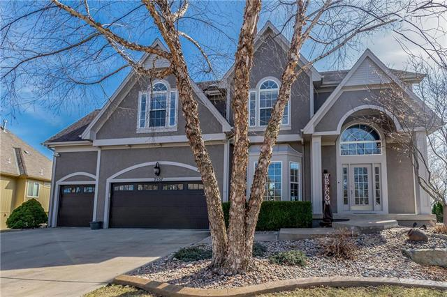 2507 NE Lake Breeze Drive, Lee's Summit, MO 64086 (#2142554) :: The Gunselman Team