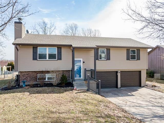 908 Hillcrest Street, Pleasant Hill, MO 64080 (#2143083) :: Edie Waters Network