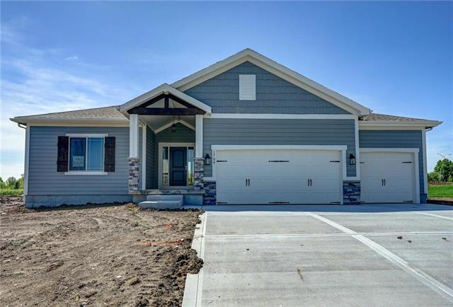 1709 NE Griffin Drive, Lee's Summit, MO 64086 (#2143445) :: House of Couse Group