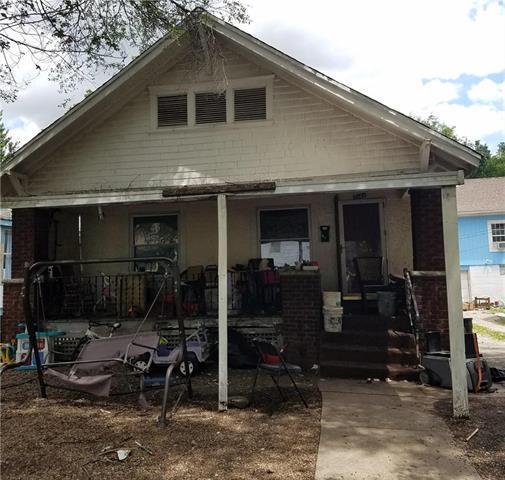 1541 Lawn Avenue, Kansas City, MO 64127 (#2144292) :: Edie Waters Network