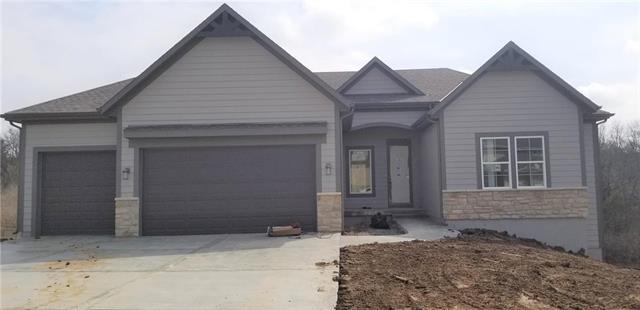 2729 W Sitka Drive, Olathe, KS 66061 (#2144503) :: Edie Waters Network