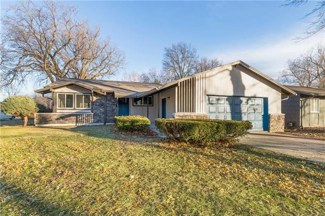 4727 Mohawk Drive, Roeland Park, KS 66205 (#2144533) :: House of Couse Group